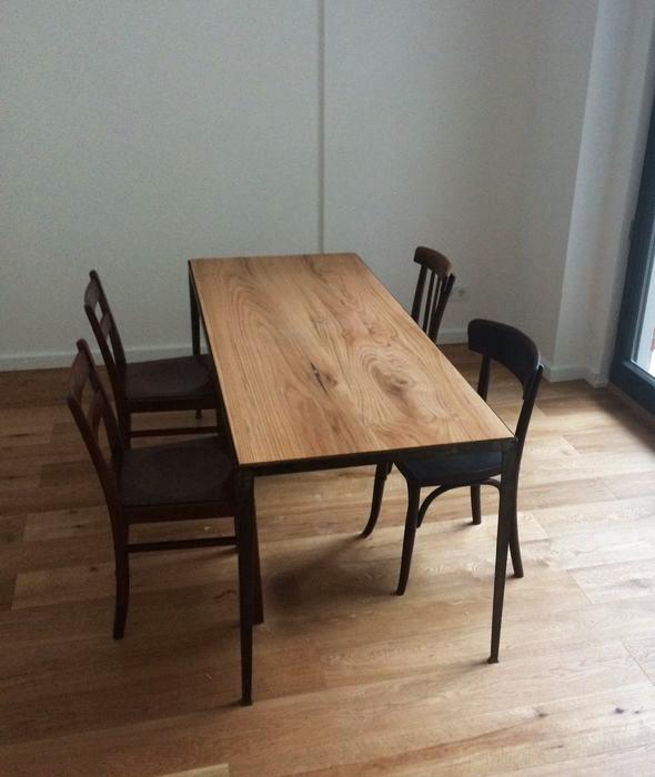 Eiche-Metall-Tisch