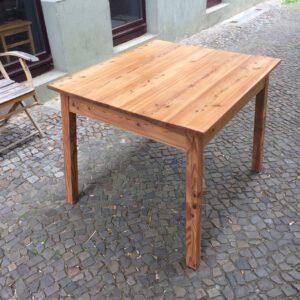 Tisch seitlich