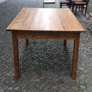 Tisch Kiefer vorn